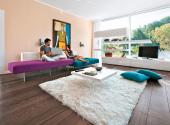 Divano-viola-soggiorno-di-design-mobili-sospesi