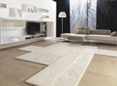 soggiorno-design-tappeti-bianchi-divano-sospeso (1)