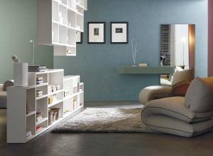soggiorno-di-design-con-poltrona-letto-e-libreria-sospesa