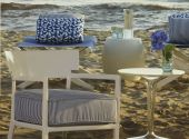 cara-outdoor-poltrona-kartell-di-design-in-avorio-rivestimento-stripes-blu